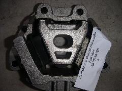 00000020 - Motortartó gumibak első 215x215